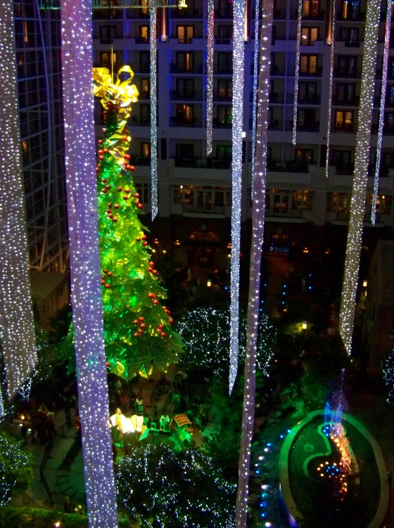 Gaylord National's 60-foot tall glass Christmas tree.