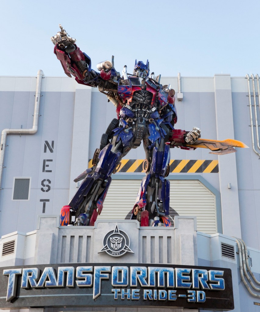 Optimus Prime is ready for battle - Transformers: The Ride 3D Photo: Universal