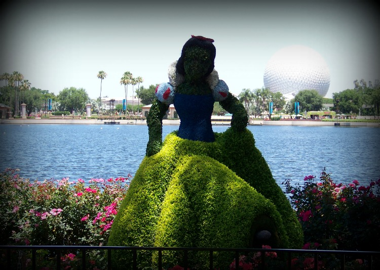 Snow White in topiary form.