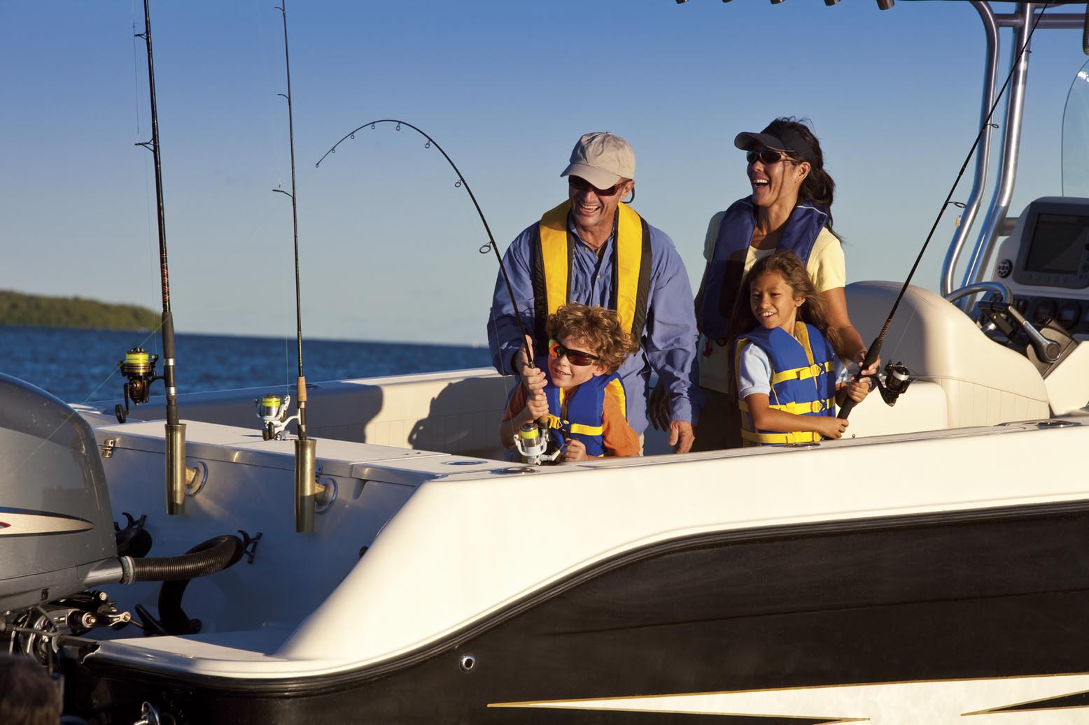 Carlos correa partners with recreational boating fishing for Best boat for fishing and family fun