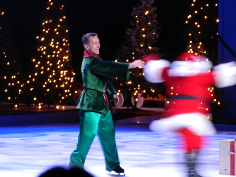 Busch gardens christmas town 2015 twas that night ice show for Busch gardens christmas town 2016